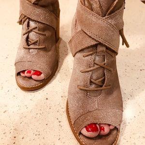 Seychelles size 7 strappy sandal